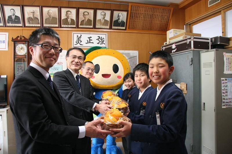 20160224上峰町贈呈式.jpg